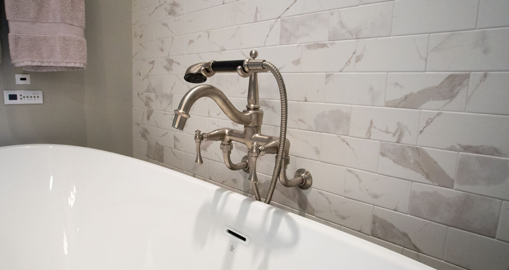 9 Master Tub Faucet - 306 Laurel.jpg